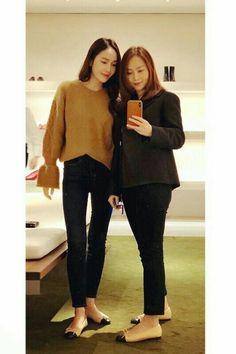 Krystal & Jessica jung Jessica Jung Style, Jessica Jung Fashion, Jessica & Krystal, Krystal Jung, Womens Fashion Uk, Uk Fashion, Asian Fashion, Girl Fashion, Girls Generation Jessica