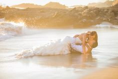 #color #trashthedress #bride #boda #fotografía #ideas #beach #filter #couples #arena #sand #love