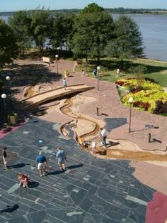A 5-block-long model of the Mississippi river on Mud Island. Free admission to the grounds from Memorial Day until Labor Day.