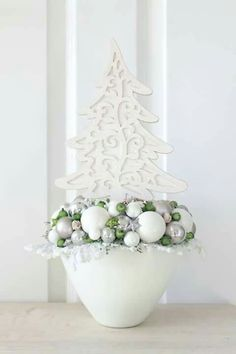 Camping gift ideas [for roadtrip lovers and outdoor freaks] Christmas Mood, Christmas Wreaths, Christmas Crafts, Xmas, Christmas Ornaments, Christmas Centerpieces, Christmas Decorations, Holiday Decor, Flower Arrangements