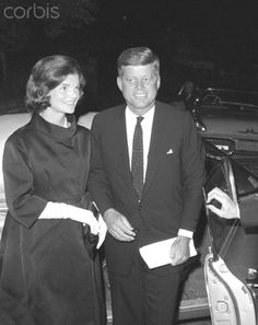 "1960. 20 Septembre. Sheraton Park Hotel. President Kennedy and Jackie. As his wife looks on, Sen. John F. Kennedy addresses a $100 a plate Democratic fund raising dinner here tonight. Speaking to a nation wide TV audience, Kennedy said the next president much launch three programs within 90 days of his inauguration to bolster national defense, provide more help for underdeveloped countries, and ""attack poverty"" at home"