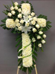 Funeral Spray Flowers, Flower Wreath Funeral, Funeral Bouquet, Funeral Floral Arrangements, Creative Flower Arrangements, Beautiful Flower Arrangements, Beautiful Flowers, Cemetary Decorations, Memorial Flowers
