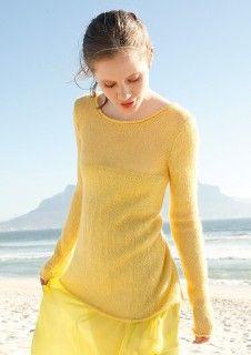 Gelber Pullover, stricken mit einer Strickanleitung aus Rebecca - mein Strickmagazin und ggh-Garn SURI ALPAKA (100% Alpaka). Garnpaket zu Modell 5 aus Rebecca Nr. 54