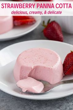 Strawberry Panna Cotta is a delicious, creamy and delicate dessert. Ideal for a simple summer dessert or a chic dinner party. It's so easy to prepare with just a handful of ingredients. cotta Strawberry Panna Cotta is a delicious, creamy and delica Easy Summer Desserts, Fancy Desserts, Köstliche Desserts, Dessert Recipes, Dinner Party Desserts, Dessert Ideas, Awesome Desserts, Desserts For A Crowd, Cheesecake Desserts
