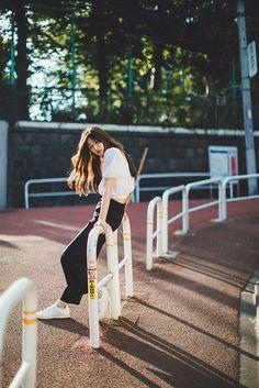 Outdoor Portrait Photography, Portrait Photography Poses, Photography Poses Women, Urban Photography, Photo Poses, Fashion Photography, Portraits, Modeling Photography, Glamour Photography