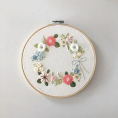 "179 Likes, 14 Comments - Merryday365_embroidery (@merryday365) on Instagram: ""꽃리스 좋아해요 만드는것도, 수놓는것도 :) . 창작도안입니다.불펌하지 말아주세요 _…"""