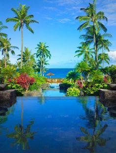 Amazing Pool at Montage Kapalua Bay in Hawaii, Maui | Photo: Courtesy of Montage Kapalua Bay & Harry Winston.