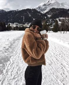 Next Post Previous Post Kylie Francis' storyteddy fleece jacket + knit beanie + yoga pants + ray ban sunglasses Fall Winter Outfits, Autumn Winter Fashion, Autumn Look, Winter Wear, Winter Dresses, 2016 Winter, Cold Weather Outfits, Japan Outfit Winter, Snow Day Outfit