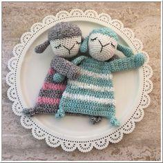 Marmarel: Lappenpop little sheep Crochet Baby Cardigan Free Pattern, Crochet Lovey, Crochet Diy, Crochet Amigurumi Free Patterns, Crochet For Kids, Crochet Dolls, Amigurumi Doll, Crochet Animals, Stuffed Toys Patterns