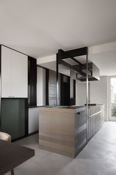 The H Ardooie project by Frederic Kielemoes is an elegant realisation of minimalist Belgian style, true to the designer's approach and client's brief. Dark Wood Dining Table, Dining Nook, Contemporary Interior Design, Home Interior Design, Kitchen Contemporary, Kitchen Modern, Kitchen Interior, Interior Ideas, Belgian Style