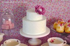 Simple and small buttercream cake with fondant flower