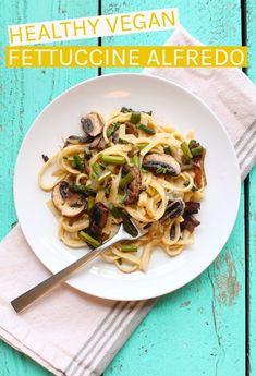 Creamy and decadent, this vegan Fettuccine Alfredo has a secret healthy ingredient that makes it a meal the whole family will love. Made in just 30 minutes for a quick and delicious dinner. Vegan Dinner Recipes, Delicious Vegan Recipes, Vegan Dinners, Raw Food Recipes, Pasta Recipes, Vegetarian Recipes, Healthy Recipes, Vegetarian Lunch, Keto Recipes