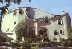 art nouveau home*** Art Nouveau, Art Deco, Crazy Home, Cute Living Room, Gothic, Unusual Buildings, Amazing Buildings, Unusual Homes, Unique Architecture
