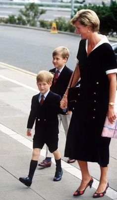 The Princess of Wales arrives at the Nottingham Medical Centre with her sons William and Harry, to visit the Prince of Wales after his operation, September 1990. She wears a black Chanel dress and polka dot shoes!