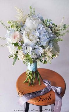 Blue wedding bouquet - When it comes to choosing wedding event flowers, numerous bridetobes may know the wedding event flower they desire in their own bouquet, but are a little mystified about the rest of the wedding even Blue Wedding Flowers, Bridal Flowers, Flower Bouquet Wedding, Floral Wedding, Wedding Colors, Blue Wedding Bouquets, Blue Wedding Flower Arrangements, Pink And Blue Flowers, Blue Roses