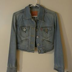Levi's denim jacket Perfect condition! Cropped, light washed Levi's denim Levi's Jackets & Coats Jean Jackets
