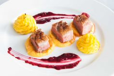 Duck breast, celery root and carrots puree, forest fruit sauce Saint Jacques Poelees, Fruit Sauce, Forest Fruits, Dressage, Food Plating, Ducks, Celery, Carrots, Food And Drink