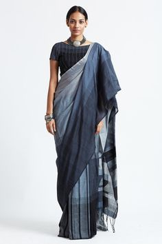 Aduru Piramida - Sold Out Salwar Suit Neck Designs, Sari Blouse Designs, Simple Sarees, Trendy Sarees, Blouse Models, Saree Models, Formal Saree, Ethnic Outfits, Elegant Saree