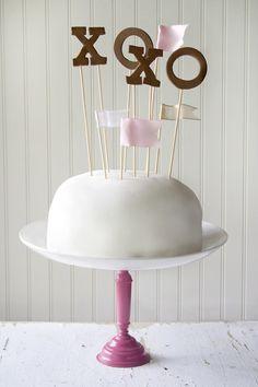 DIY xoxo cake topper.