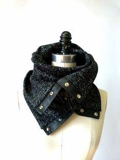 Black and cream Chunky circular infinity scarf par System63 sur Etsy