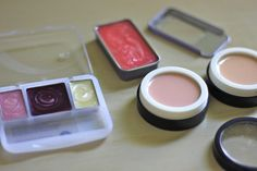 tutorial: little girl's pretend make-up (no mess, no paint on her face) by Smahshed Peas and Carrots Fake Makeup, Old Makeup, Makeup Kit, Cheap Makeup, Makeup Ideas, Little Girls Makeup, Little Girl Gifts, My Little Girl, Makeup Containers
