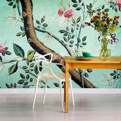 Printed floral wallpaper + white masters chair by Kartell. Love this interior design idea. Botanical Wallpaper, Print Wallpaper, Wallpaper Ideas, Unique Wallpaper, Beautiful Wallpaper, Bohemian Wallpaper, Turquoise Wallpaper, View Wallpaper, Chaise Masters