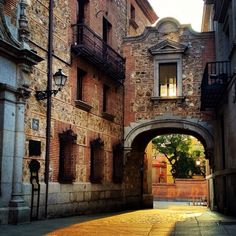 A corner in Plaza de la Villa, next to the Old Town Hall. Madrid City, Foto Madrid, Villa Madrid, Never Been To Spain, Travel Around The World, Around The Worlds, Europe, Le Palais, Spain And Portugal