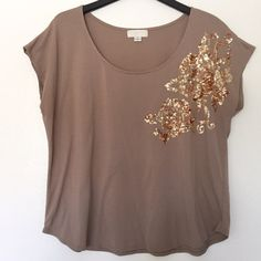 Forever 21 Plus Top✨ Lovely top with sequined detail on left shoulder. Lightweight and comfortable. Signs of wear as seen in photos (lint). Forever 21 Tops