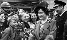 Queen Elizabeth and King George VI greet Londoners.