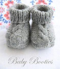 Baby booties met kabelmotief, Nederlandse vertaling gevonden op : http://busybessy.blogspot.nl/2013/04/baby-booties-met-kabelmotief.html