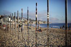 These Beach-Side Mirror Poles Beautifully Reflect The Sunsets And Changing Tides - UltraLinx Laguna Beach, Urban Intervention, Landscape And Urbanism, Pole Art, Colossal Art, Beach Art, Installation Art, Art Installations, American Artists