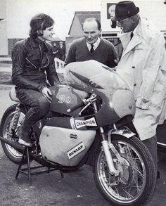 Sheene on a Bultaco Bultaco Motorcycles, Racing Motorcycles, Motorbikes, Motorcycle Racers, Old Bikes, Dirt Bikes, Vw Cars, Road Racing, Vintage Racing