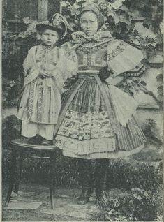 Casopis cesky lid XII. Slovácká matka se synkem Folk Costume, Costumes, Hungary, Vintage Photos, The Past, Traditional, Painting, Collection, Art