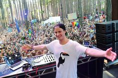 Are you freezing/stuck on a bus in New York? Then Kygo's latest mix that he released via Thomas Jack Presents: Vol. 6 will certainly warm you up.