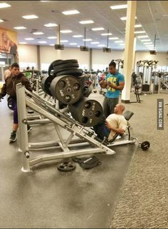 Looking for some motivation today? These really funny weightlifting memes will definitely do the trick. Humour Fitness, Gym Humour, Funny Fitness, Fitness Memes, Fitness Shirts, Fitness Life, Funny Gym Pictures, Funny Photos, Gym Photos