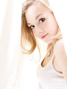 Emily Kinney - Beth Greene