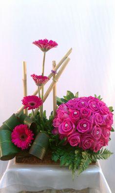 Unique Flower Arrangements, Ikebana Flower Arrangement, Nylon Flowers, Silk Flowers, Flower Garden Design, Flower Designs, Flower Crafts, Flower Art, Arte Floral