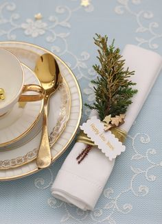 Christmas Table Setting idea www.MadamPaloozaEmporium.com www.facebook.com/MadamPalooza