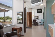 Duke's infusion treatment areas are grouped into neighborhoods, and each bay has the ability to function as either a private or social space. Photo credit: ©Robert Benson Photography.