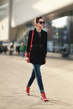 @astylescrapbook in black with red hints! Jeans: DL1961  |  Shoes: Chloe  |  Blazer: H&M  Studio  |  Bag: Kenzo