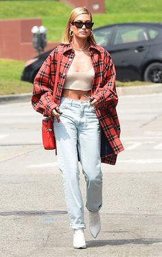 Hailey Baldwin Style Oversized Flannel and Jeans Source by guembes flannel outfits Estilo Hailey Baldwin, Hailey Baldwin Style, Baseball Game Outfits, Base Ball, Fashion Models, Fashion Outfits, Celebrities Fashion, Estilo Grunge, Outfits Damen