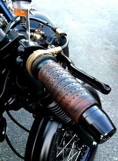 It's a Man's World - two wheels - Motorrad Cafe Racer Sitz, Cb Cafe Racer, Cafe Racer Parts, Triumph Cafe Racer, Custom Motorcycle Parts, Motorcycle Design, Custom Motorcycles, Xjr 1300, Guzzi V7