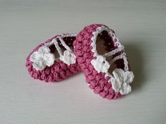 buciki na szydełku, crochet newborn booties, video tutorial Newborn Crochet, Crochet Baby, Crochet Videos, Crochet Earrings, Baby Shoes, Booty, Youtube, Kids, Handmade