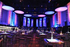 Event setting / corporate event; hanging ceiling disks; lighting