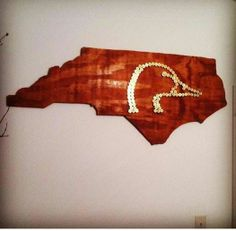 NC outline with Duck Hunting Wall Hanging. Handmade using shotgun shells Duck Hunting Decor, Hunting Crafts, Hunting Art, Cabin Crafts, Wood Crafts, Ammo Art, Bullet Crafts, Crafts To Make, Diy Crafts
