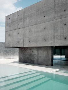 Concrete Designed by Matteo Casari Architetti was built on a small lot within an extension of residential area Urgnano. Architecture Design, Concrete Architecture, Futuristic Architecture, Residential Architecture, Amazing Architecture, Contemporary Architecture, Villa, Moderne Pools, Exposed Concrete