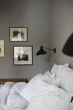 Kermaa ja keltaista makuuhuoneessa – Pihkala   Meillä kotona Wall Colors, Scandinavian, Wall Lights, Bedroom, Furniture, Home Decor, Appliques, Decoration Home, Room Decor