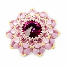 Tavasz Beaded Brooch, Beaded Earrings, Beaded Jewelry, Bead Crafts, Jewelry Crafts, Twin Beads, Beading Patterns Free, Beaded Christmas Ornaments, Diy Jewelry Making