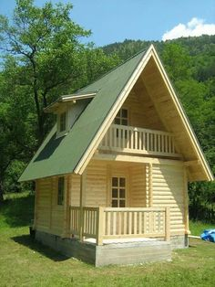 Tiny houses seem to break all the rules, and yet, the tiny house movement is really taking off! Small Cottage House Plans, Small Cottage Homes, Tiny House Cabin, Tiny House Living, Small House Plans, Tiny Homes, Tiny House Family, Tiny Cabins, Wooden Cabins