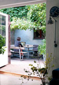 Tiny Courtyard Garden With Cozy Seating 20 Tiny Courtyard Garden With Cozy Seating Small Courtyard Gardens, Small Courtyards, Small Gardens, Outdoor Gardens, Outdoor Rooms, Outdoor Walls, Outdoor Living, Outdoor Decor, Little Gardens
